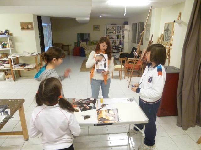 Jara explicando cómo realizar el retrato cubista