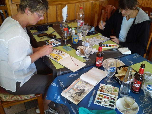 coloreando los dibujos del Heart Break después de la comida